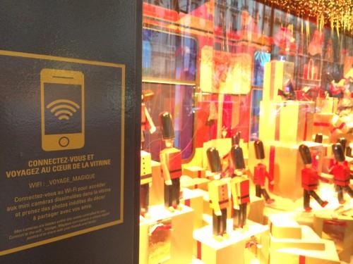 Ai magazzini Lafayette se ti collegavi al wifi monouso accedevi automaticamente a un sito mobile che...