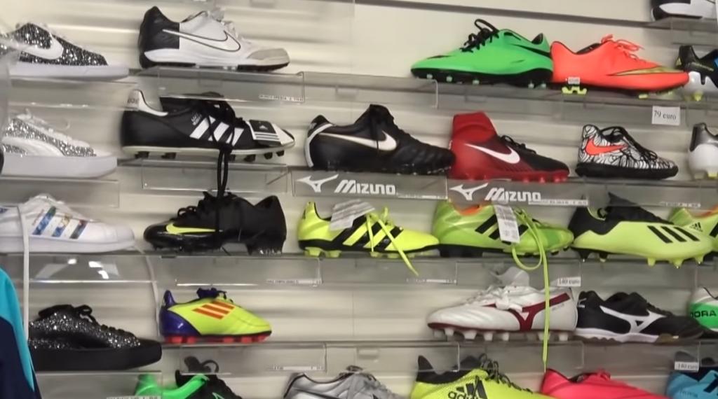 Pagheresti dieci euro per provare delle scarpe?